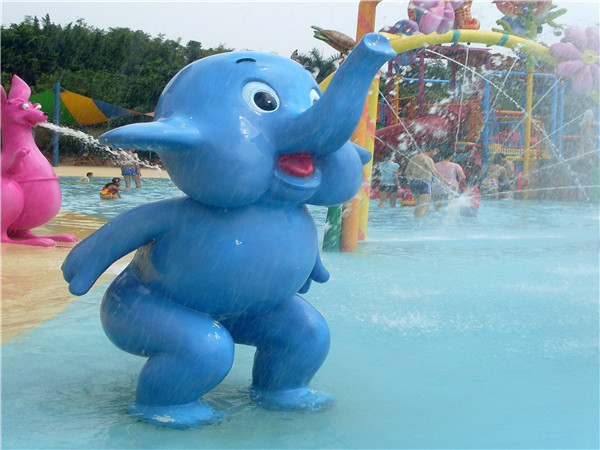 Elephant shape water spray equipment in water park