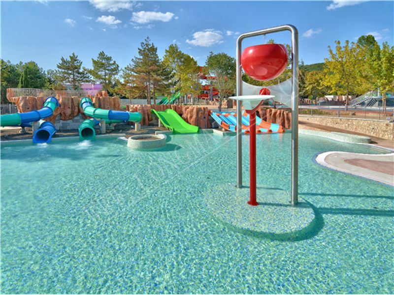 splash pool with kids' water slide