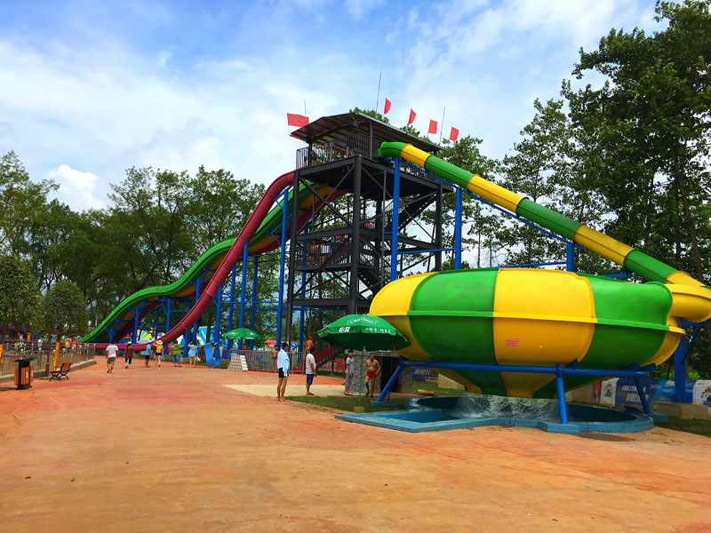Commercial Bowl slides in water park